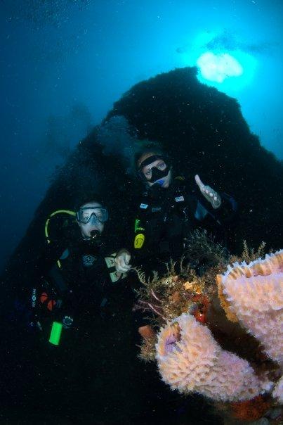 Scuba-Divers-on-Wreck