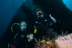 Scuba-Divers-on-Wreck